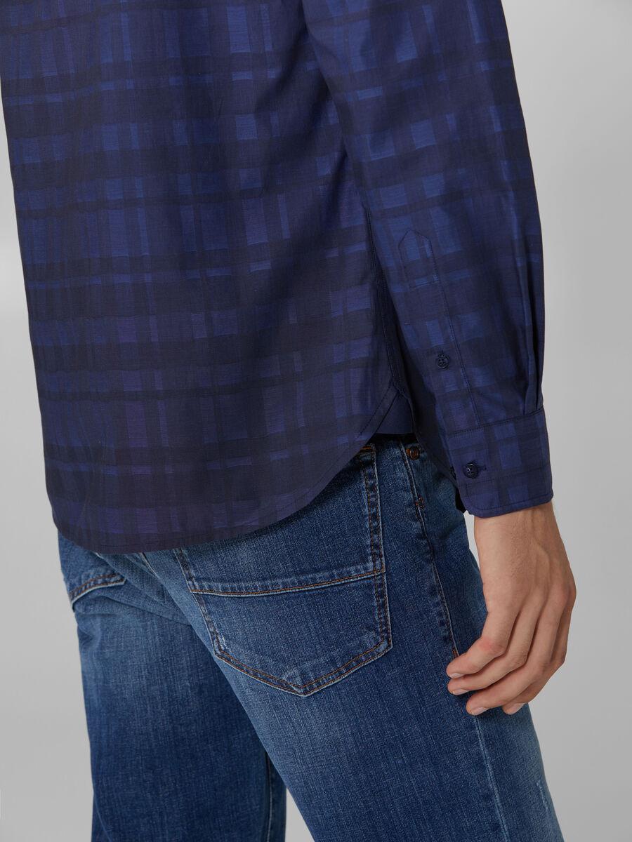 Chemise en coton a carreaux col a pointes boutonnees
