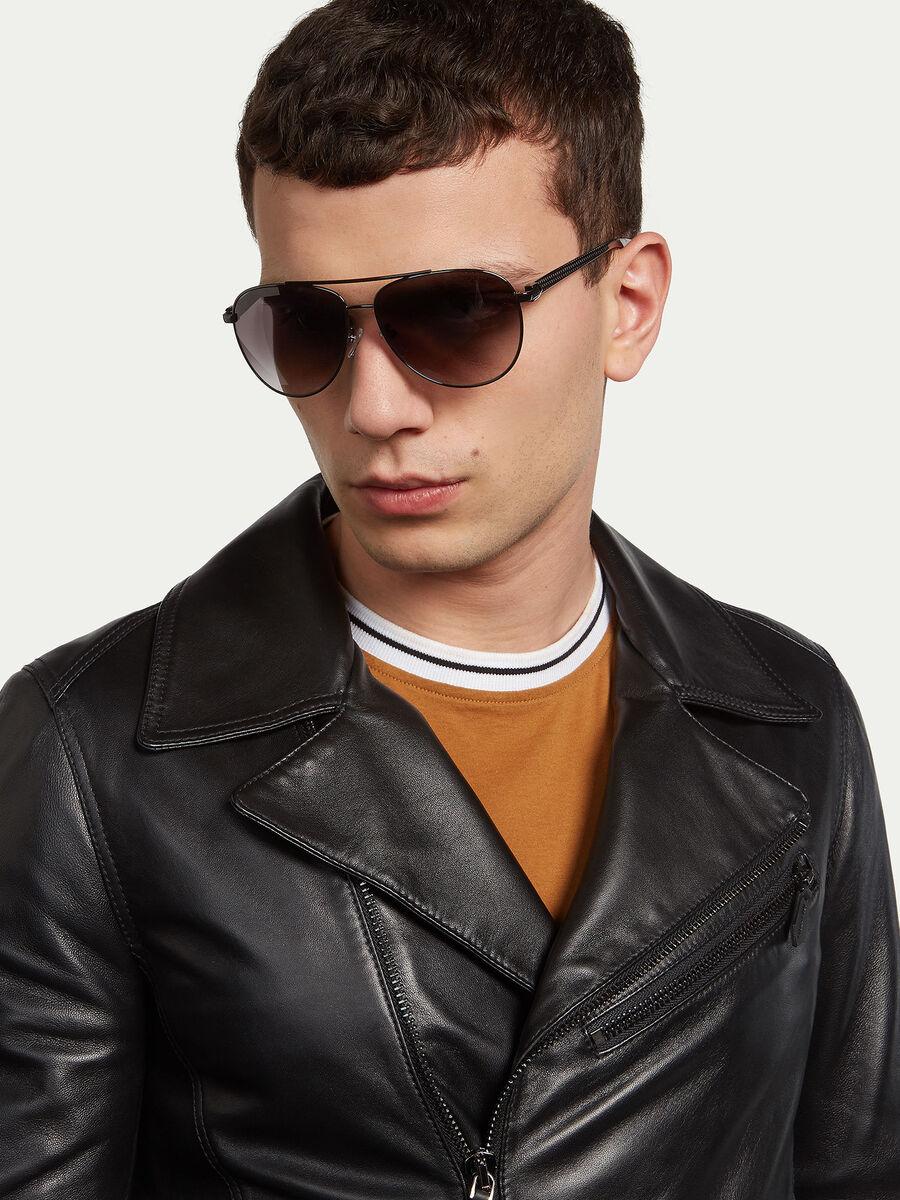 Gafas de sol aviador con varillas de rayas