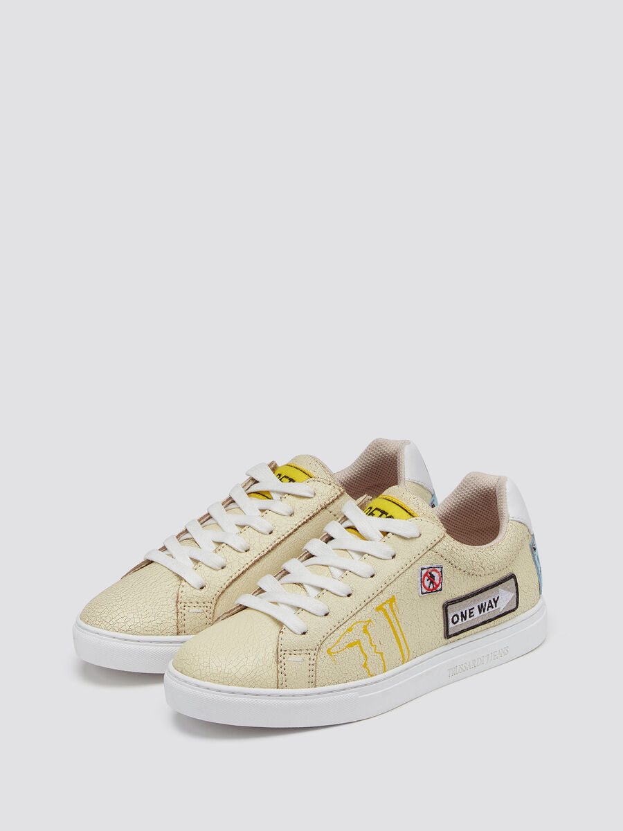 Craquele sneakers with road trip patch