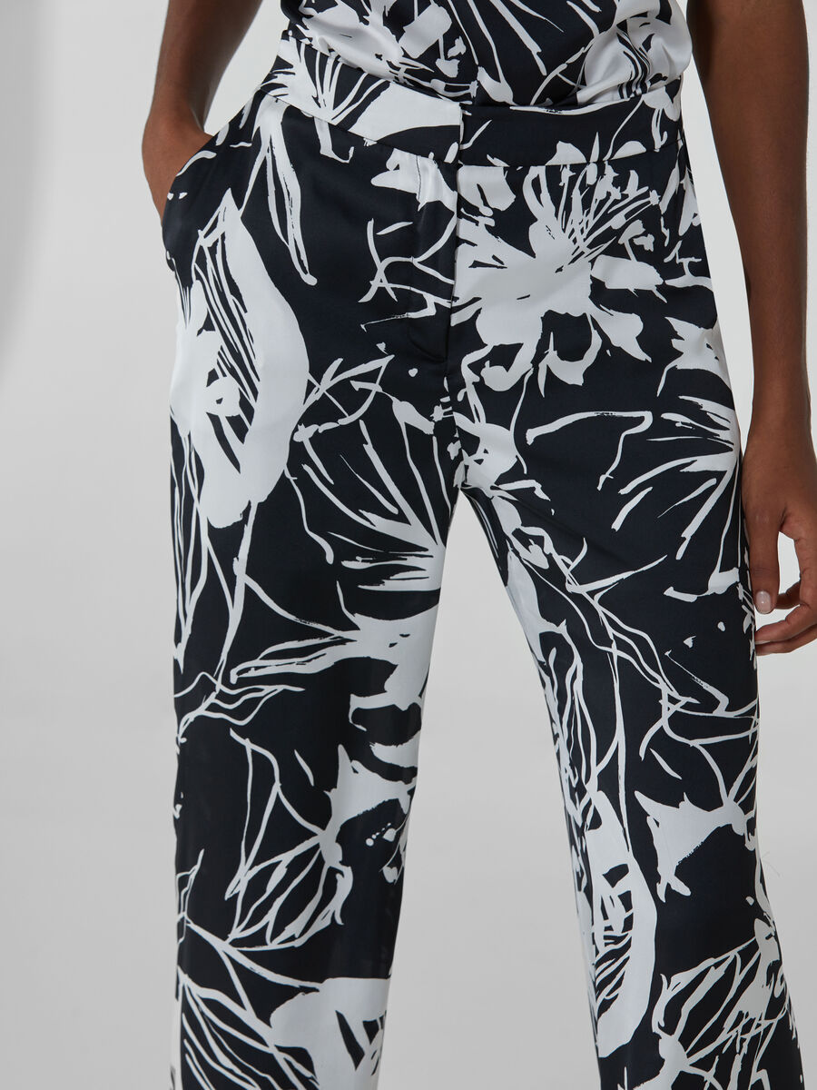 Flared satin trousers with flower print
