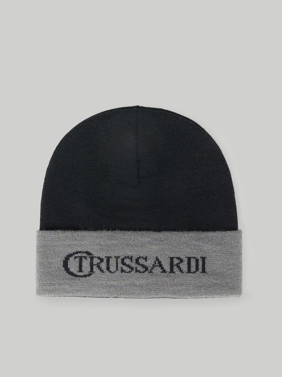 Knit hat with inlaid lettering
