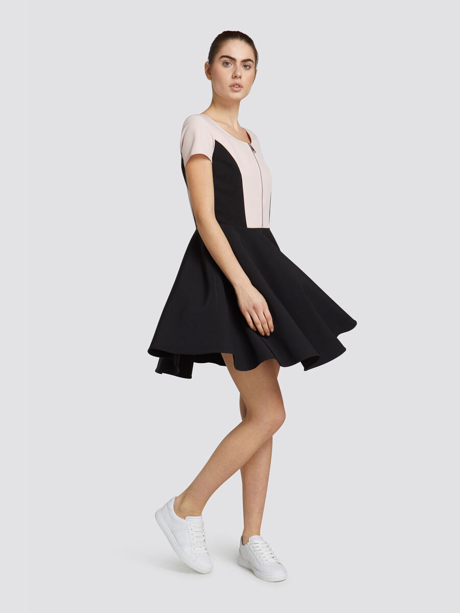 Slim fit dress in light technical fabric with zip