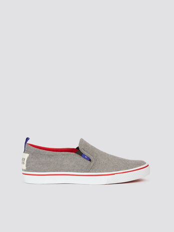 Canvas slip ons with contrasting colours and rubber