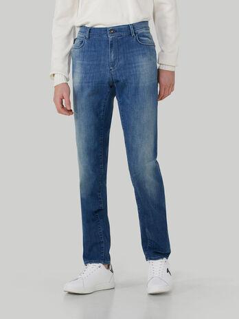 Jeans 370 Close aus Soft-Power-Denim