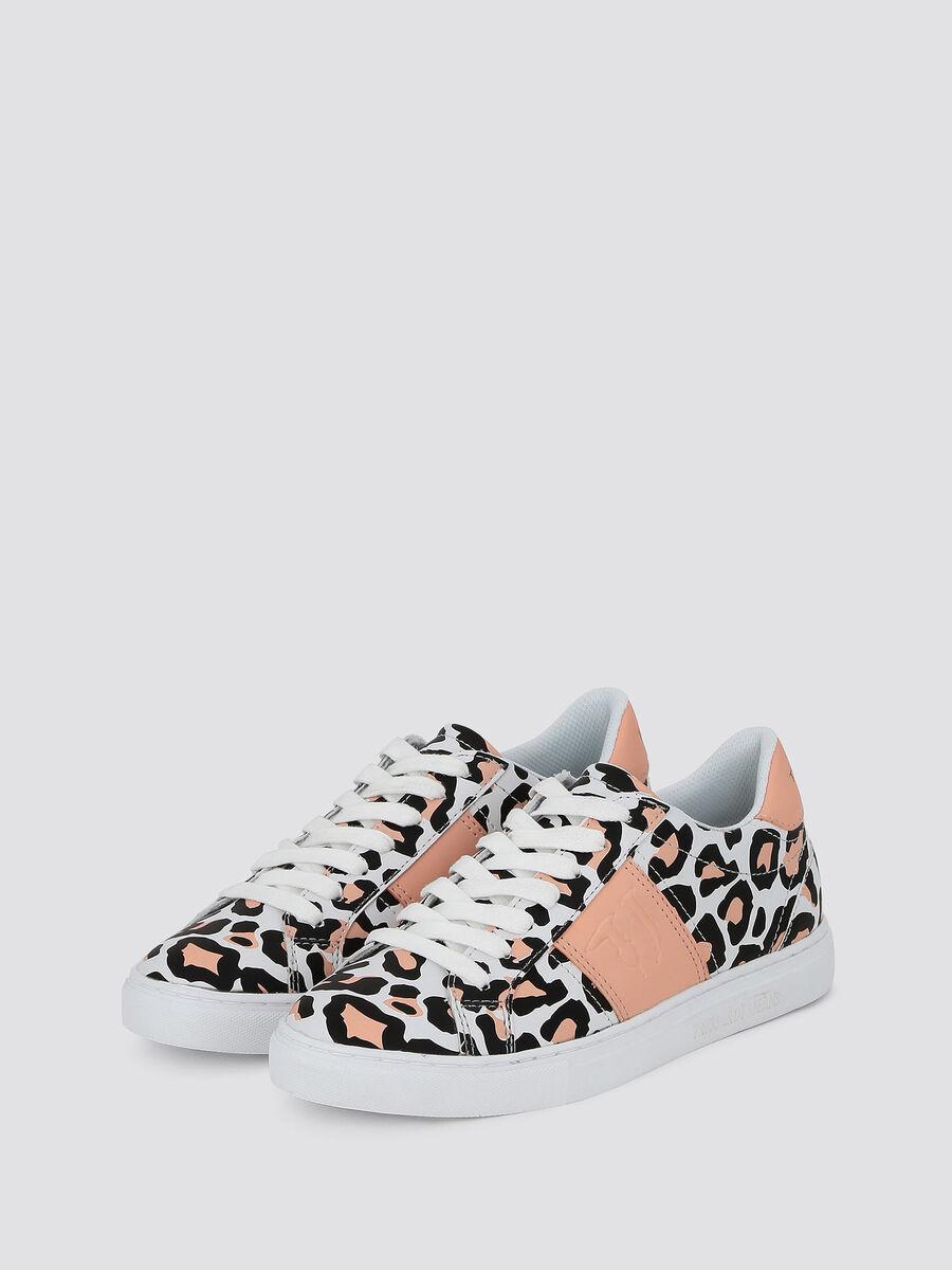 Sneakers mit Streifen