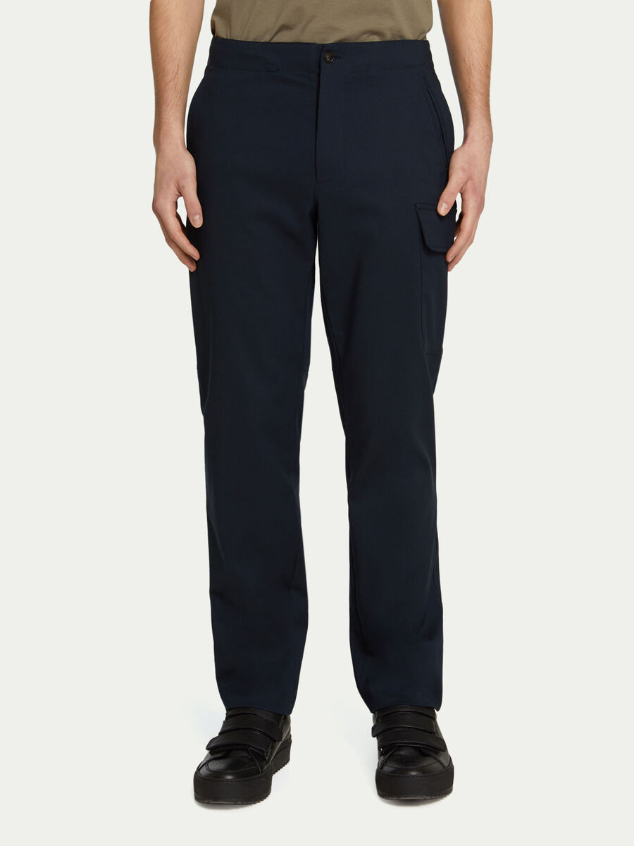 Trousers with stretch waistband and large pockets