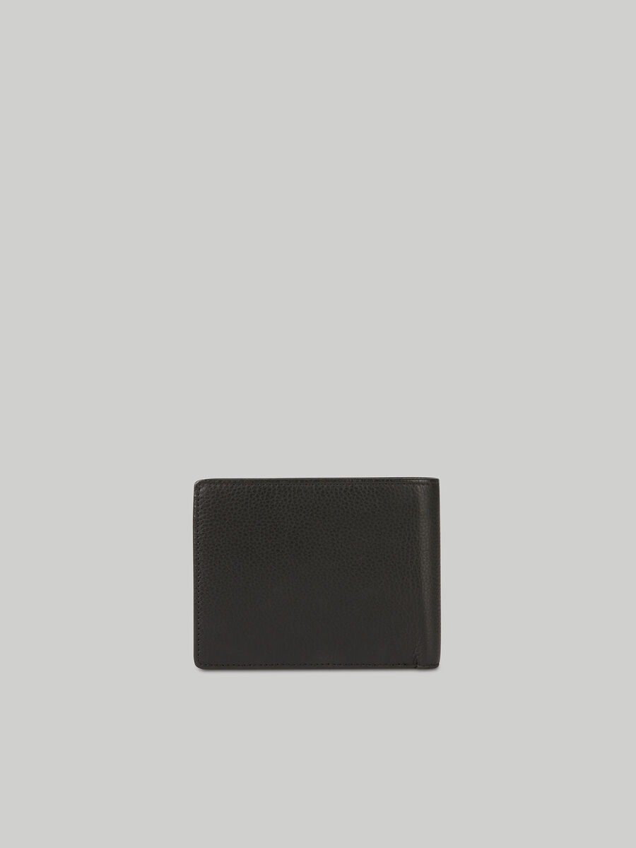 Bi-fold wallet in hammered leather