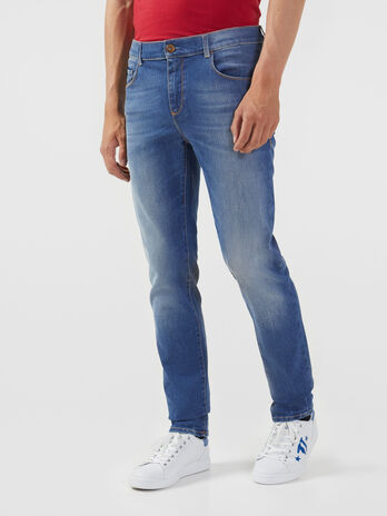 Jeans 370 Close aus blauem Ice Komfort Denim