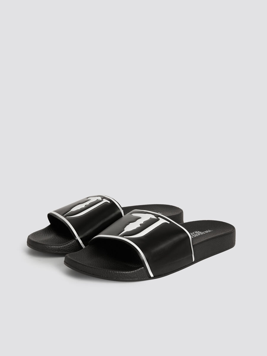 Solid colour rubber sliders with maxi logo