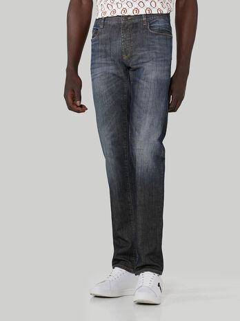 Jeans 370 Close aus Granite-Denim