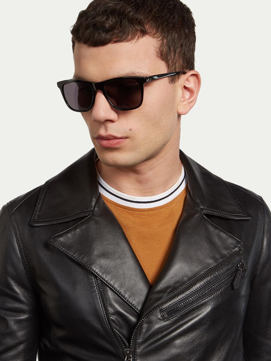 Sonnenbrille mit gestreiften Buegeln