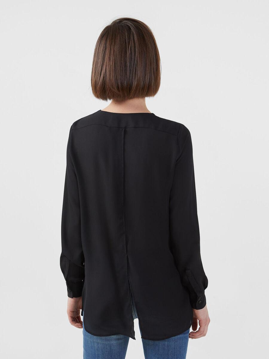 Blusa de georgette doble con aberturas laterales