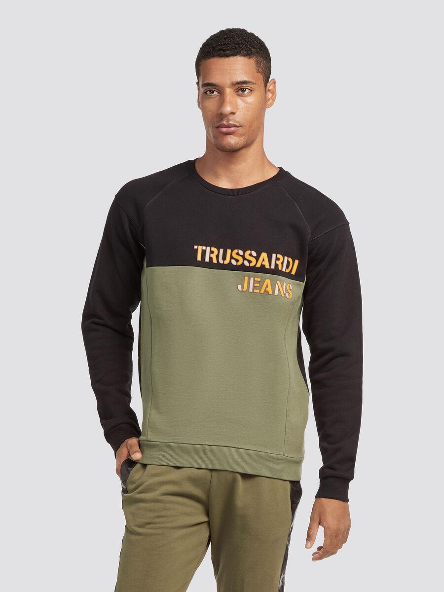Sweatshirt with raglan sleeves and insert detailing