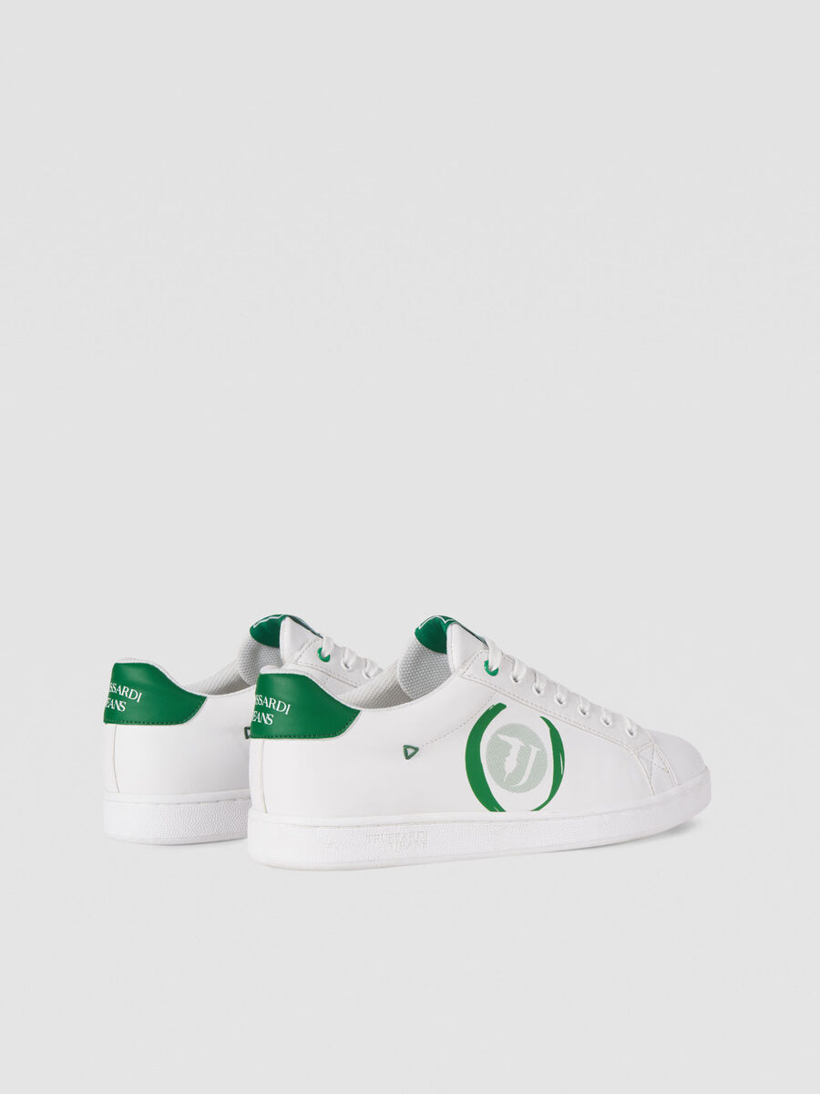 Low top sneakers with contrasting logo