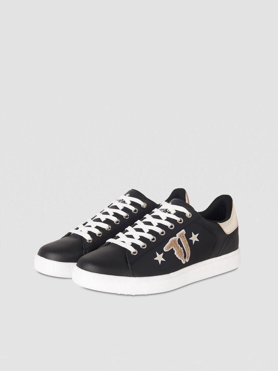 Sneaker in similpelle con logo patch