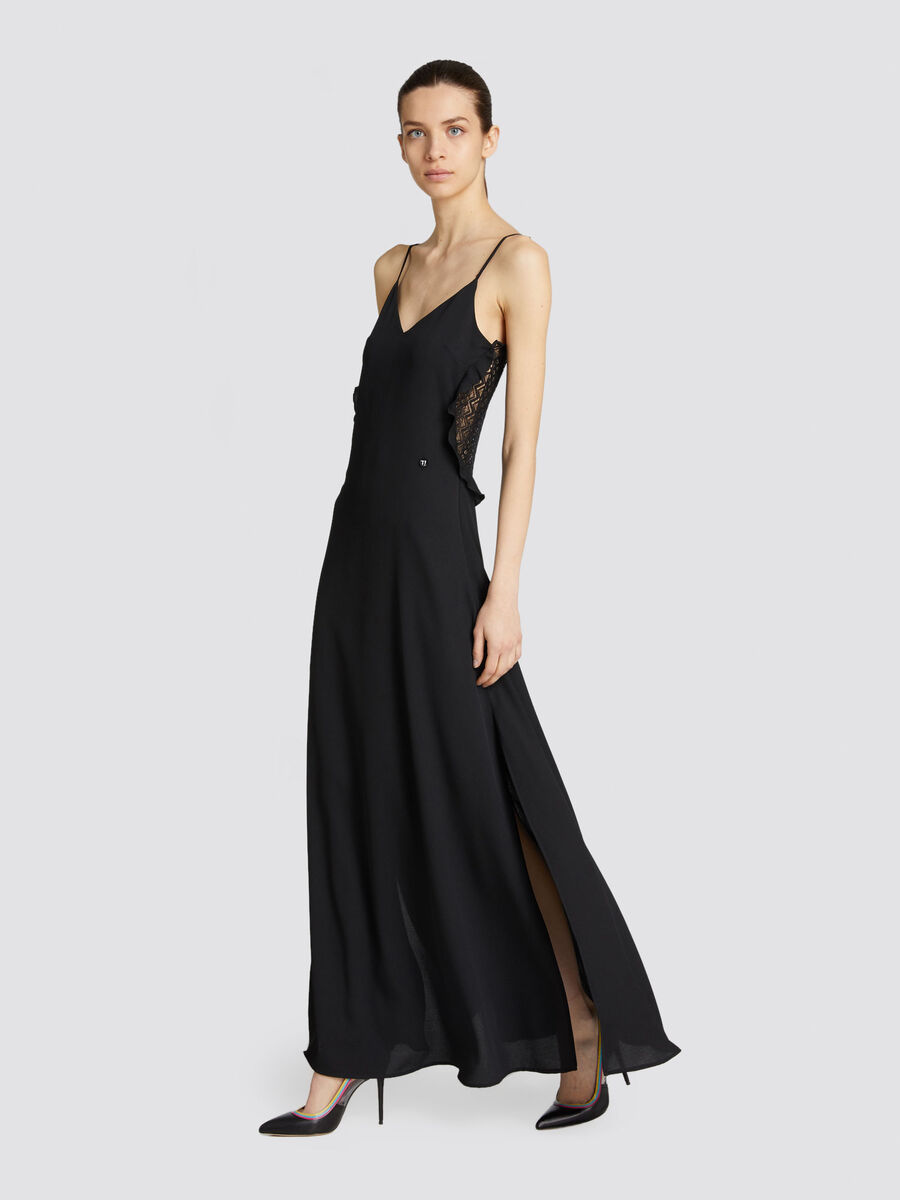 Long slim fit dress in crepon with shoulder straps