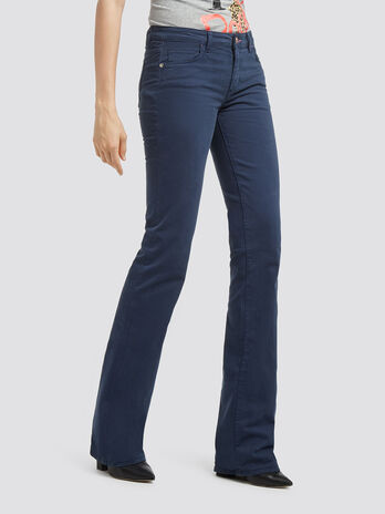 Solid colour flared jeans