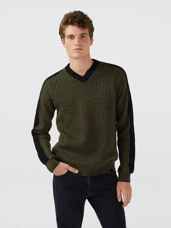 Pull bicolore en laine et mohair a encolure en V