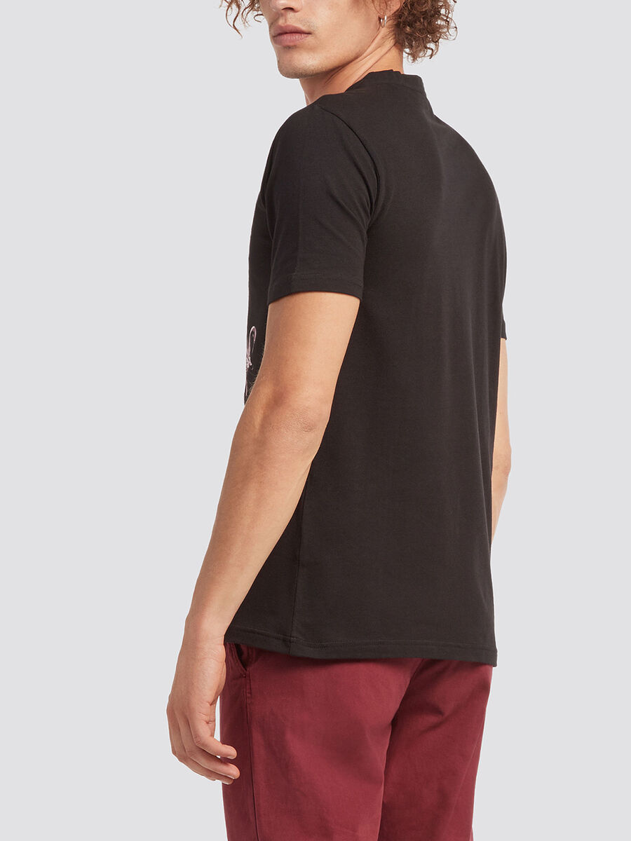 Solid colour T shirt with logo print