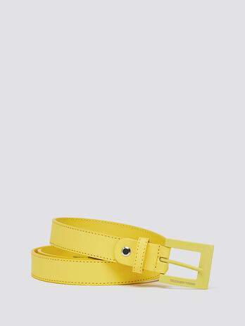 Smooth rubberised belt with square buckle detail