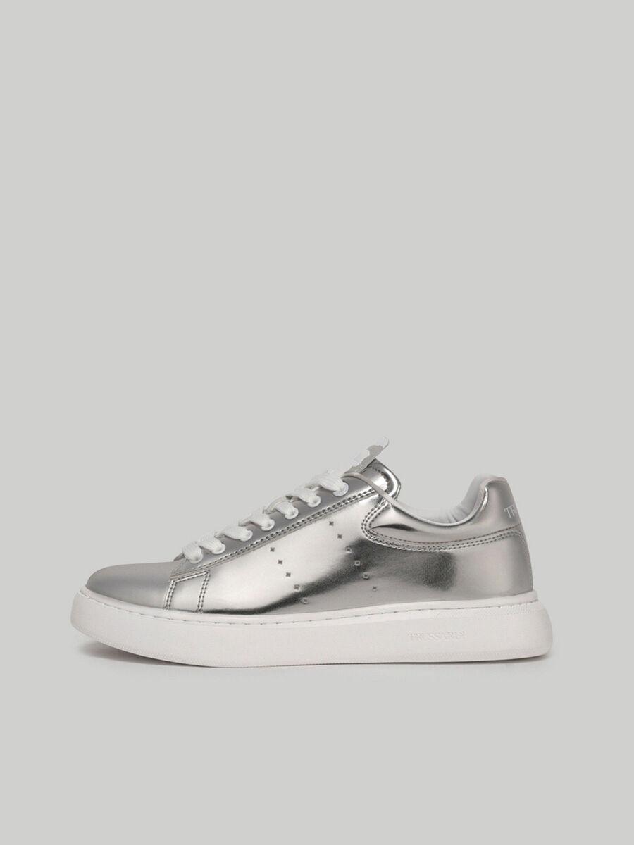 Sneaker aus Metallic-Kunstleder