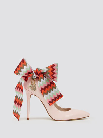 Pumps with maxi herringbone bow