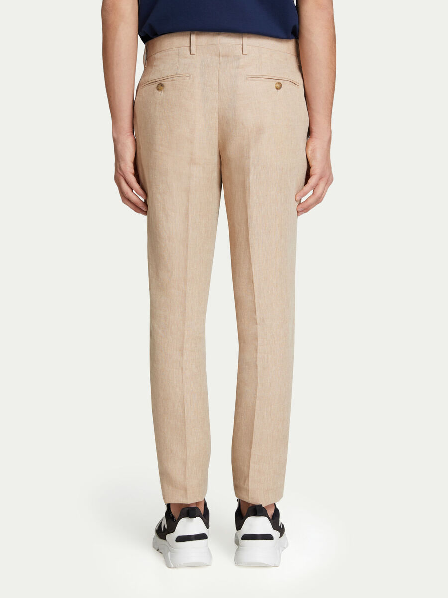 Solid colour trousers with contrasting buttons