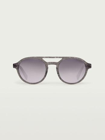 Aviator sunglasses with gradient lenses