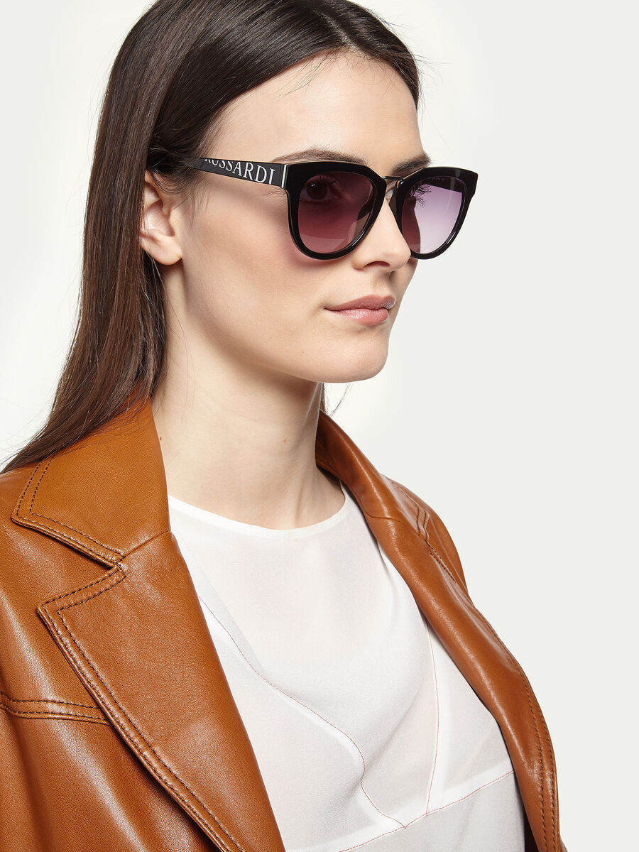 Branded sunglasses with trim detail
