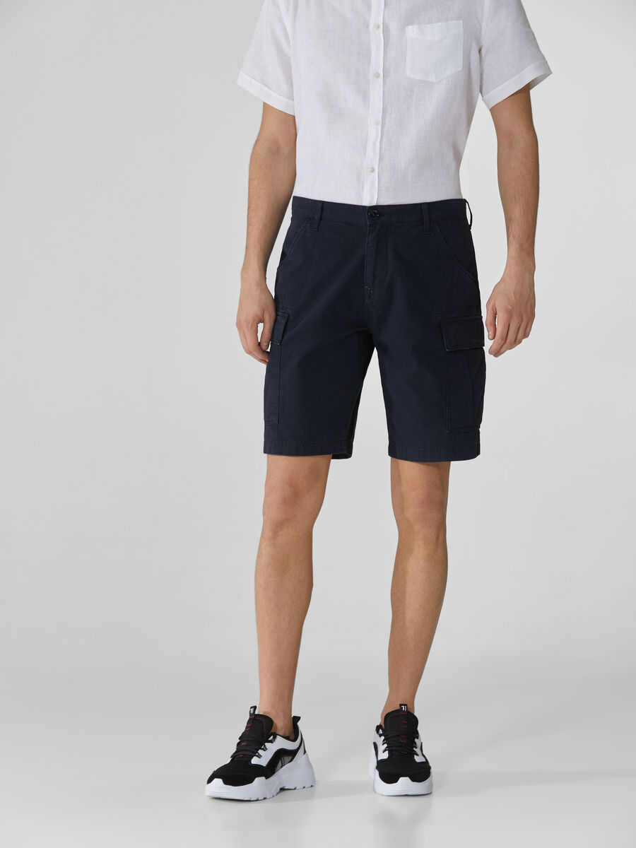 Cargo shorts in distressed cotton