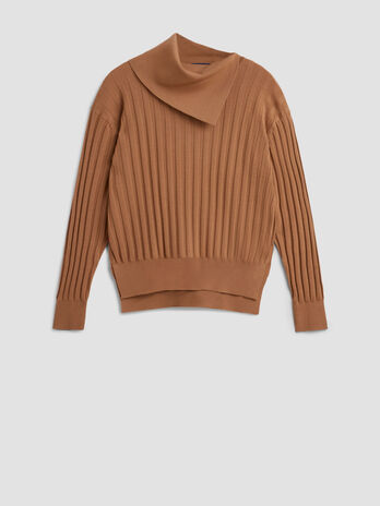 Pure wool pullover with large neck