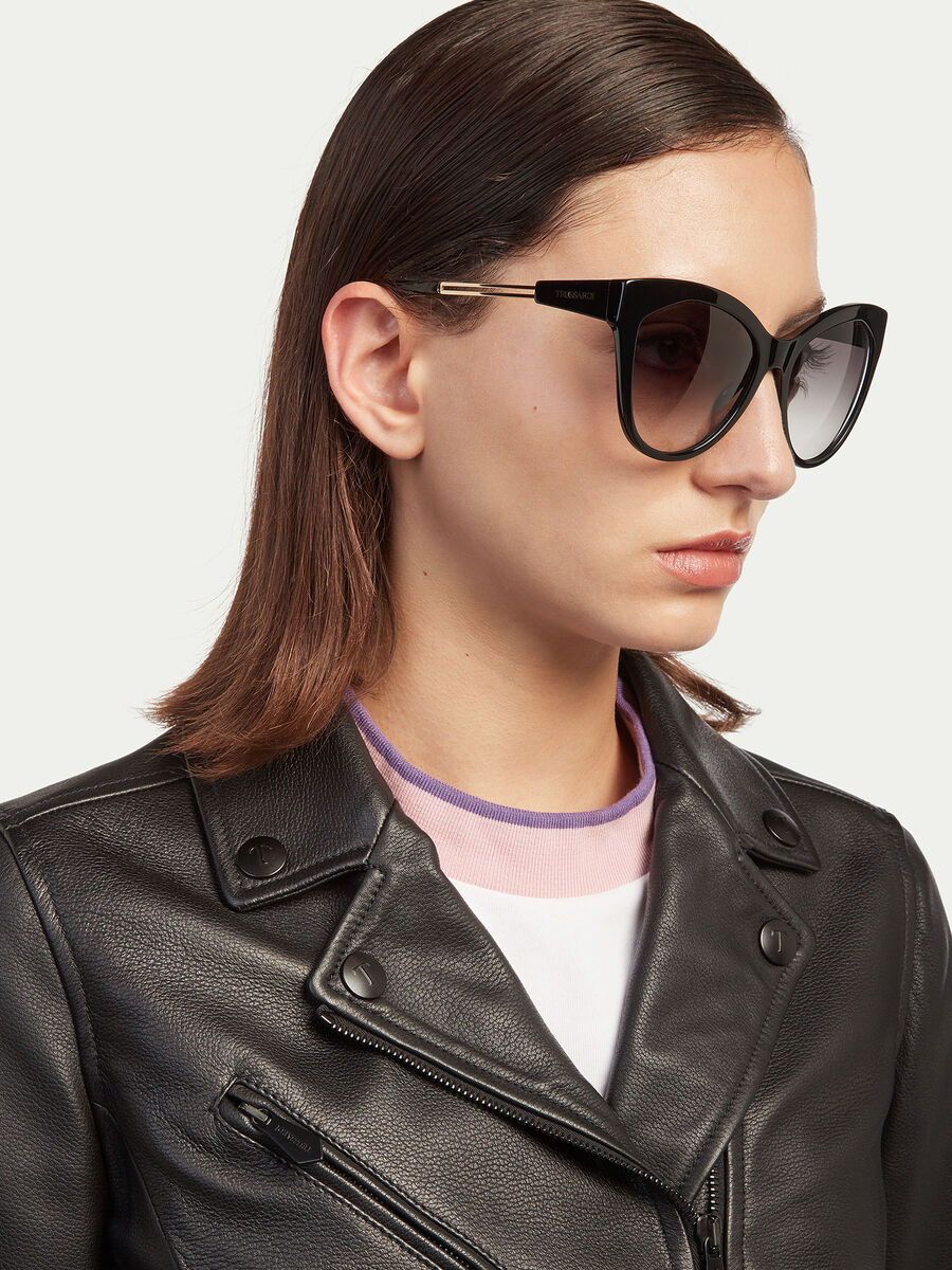 Sunglasses with metal temples