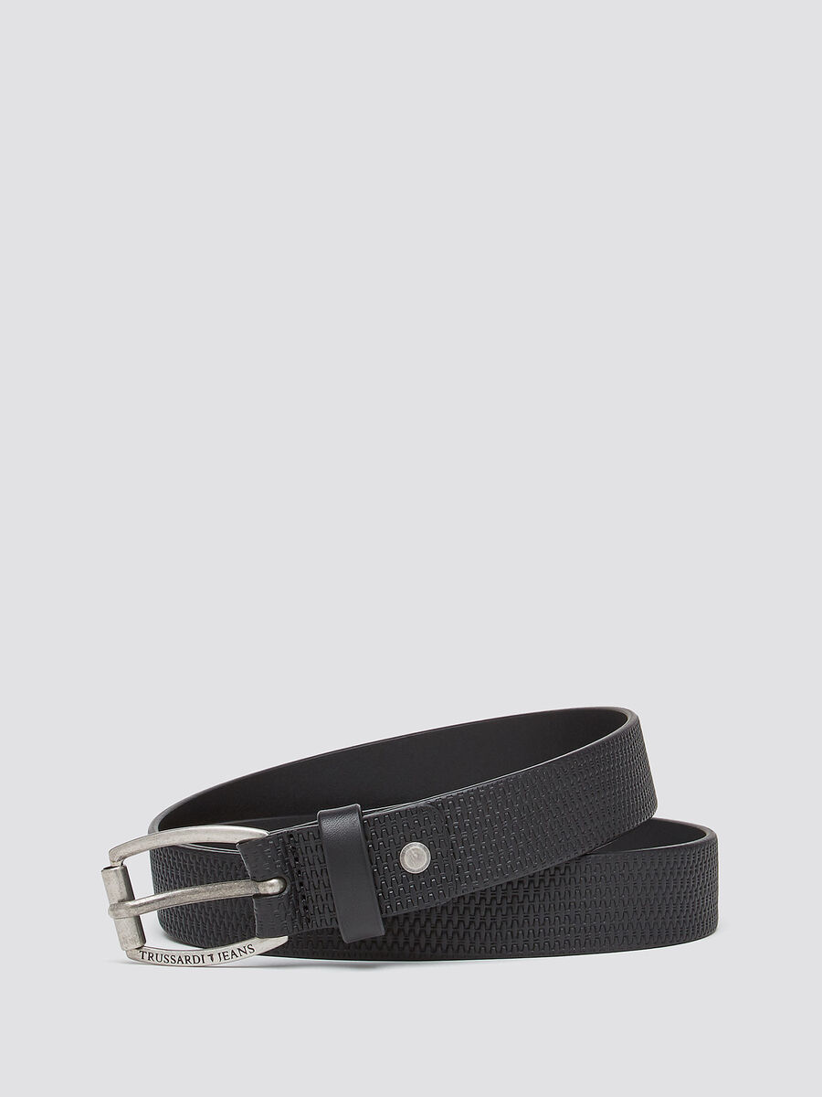 Woven leather belt with rounded buckle