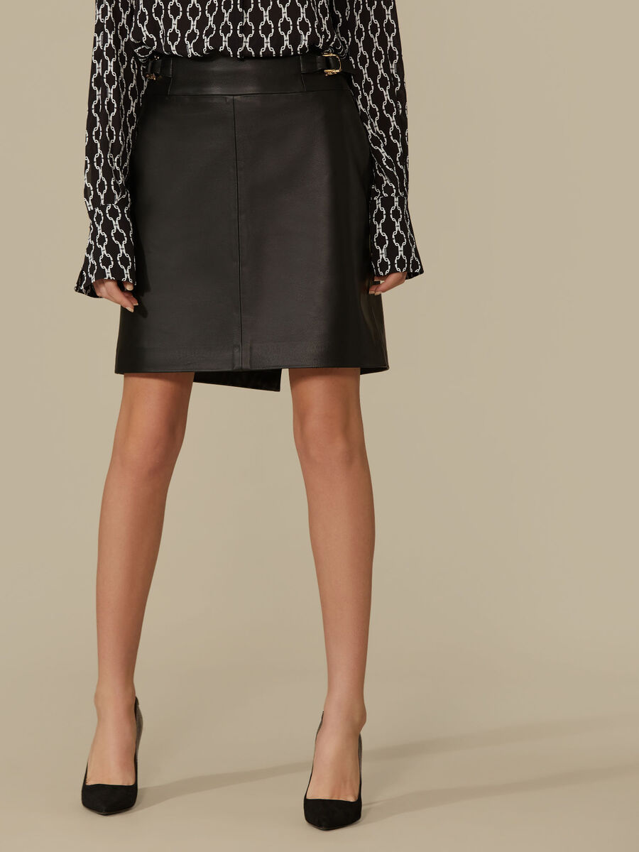 Regular-fit leather skirt
