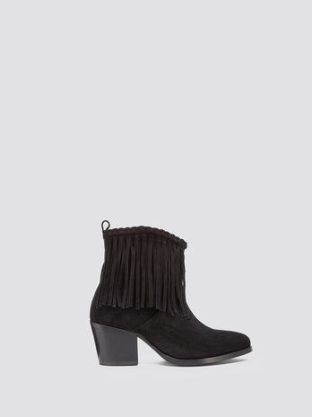 Suede pointed ankle boots with fringing