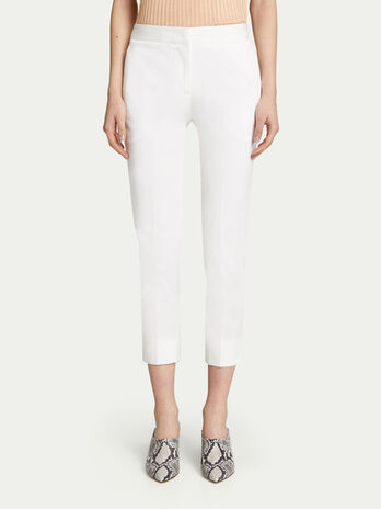 Regular fit stretch gabardine Capri trousers