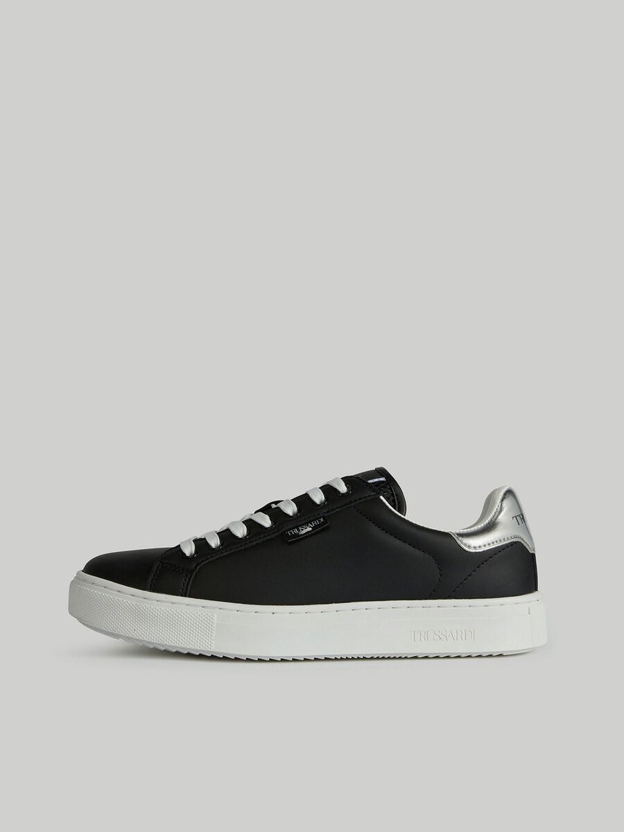 Sneakers en similicuir avec griffe