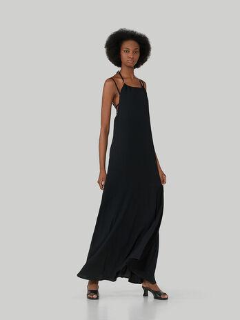 Vestido largo sin mangas de crespon ligero