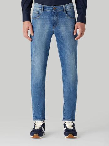 Close 370 jeans in heavy comfort denim