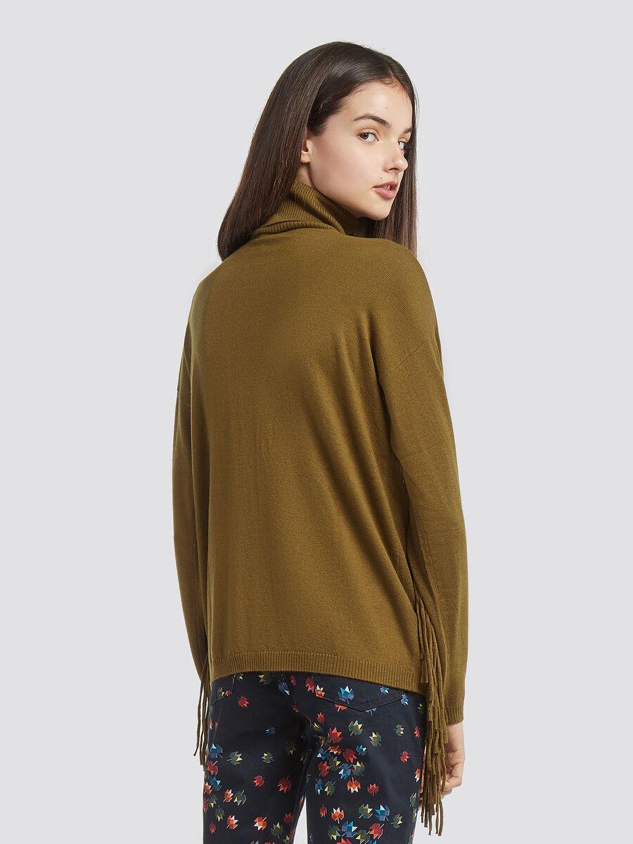 Pullover in misto lana con collo alto e frange