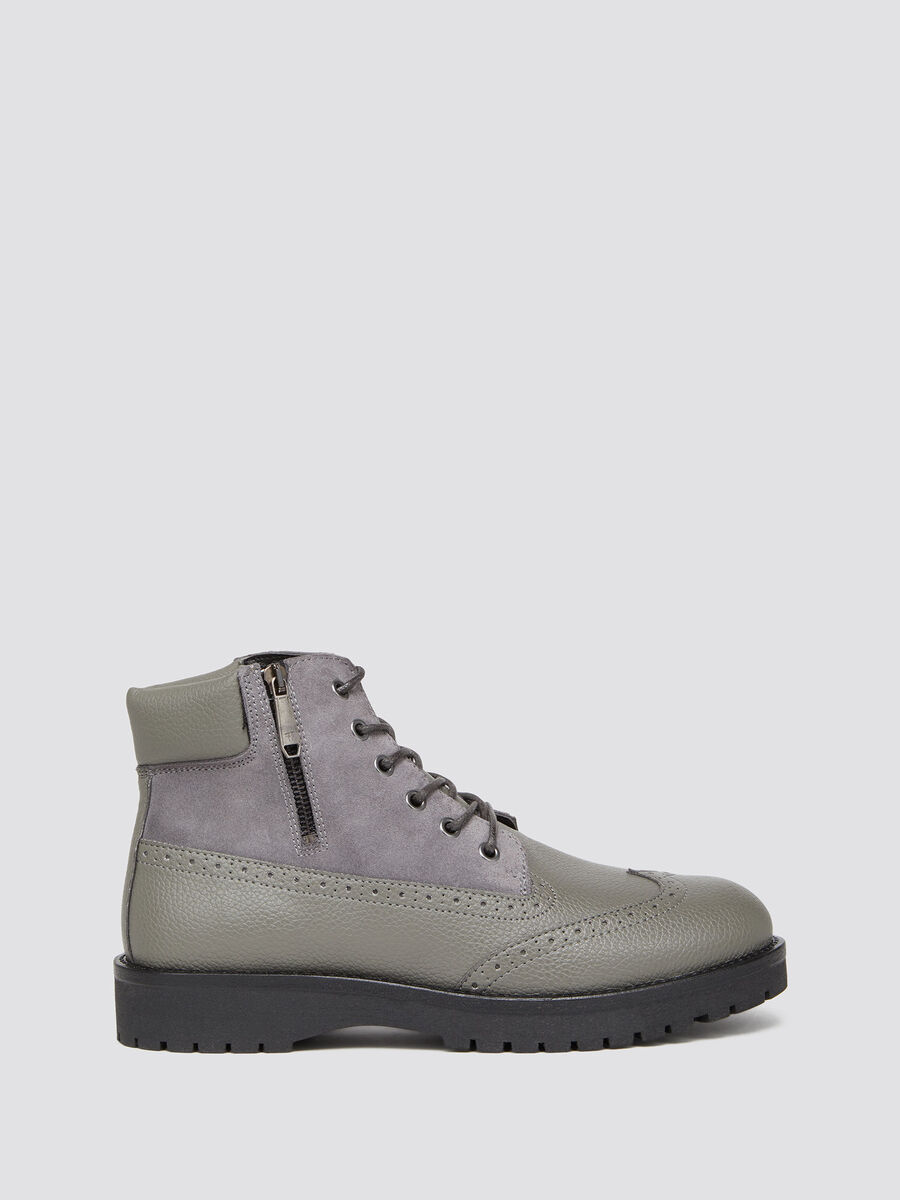 Leather combat boots with a rubber sole