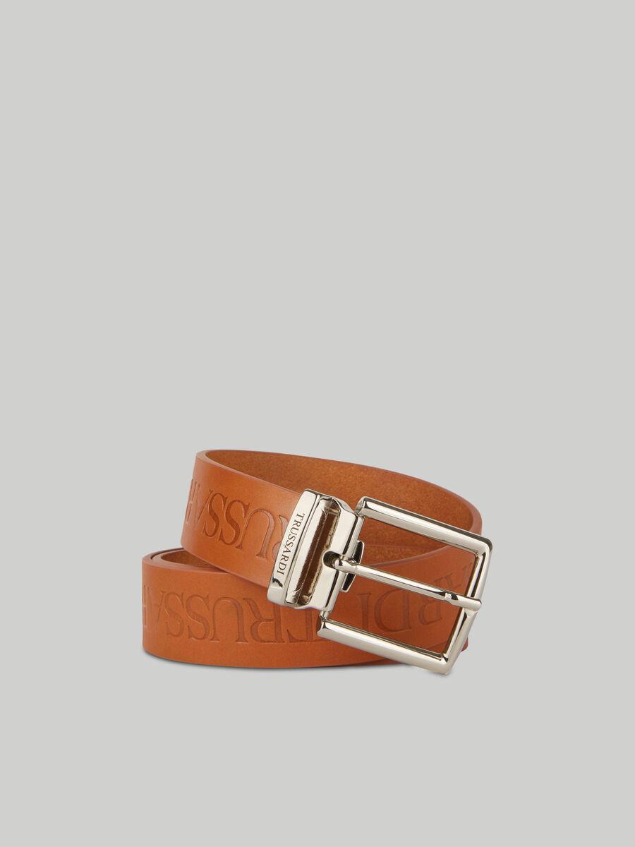 Cinturon de cuero con inscripcion en relieve