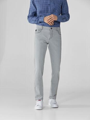 Jeans 370 Close aus grauem Snow-Denim