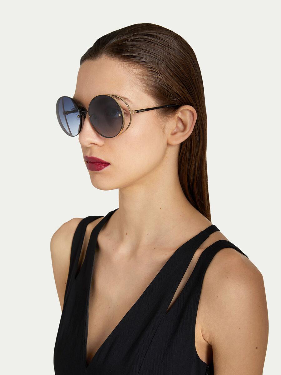 Gafas de sol de metal con lentes ahumadas
