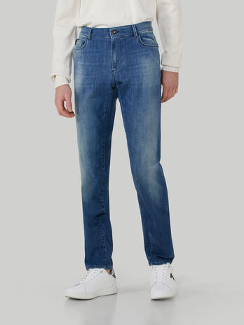 Close 370 jeans in soft power denim