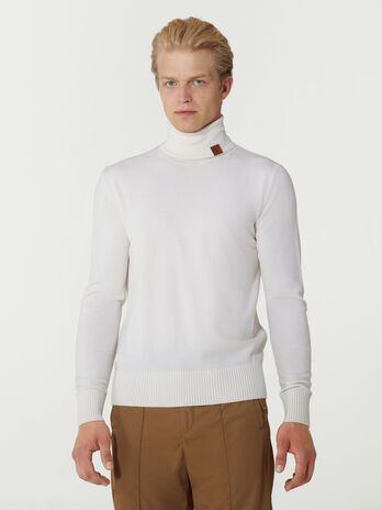 Pullover slim fit con collo alto in lana