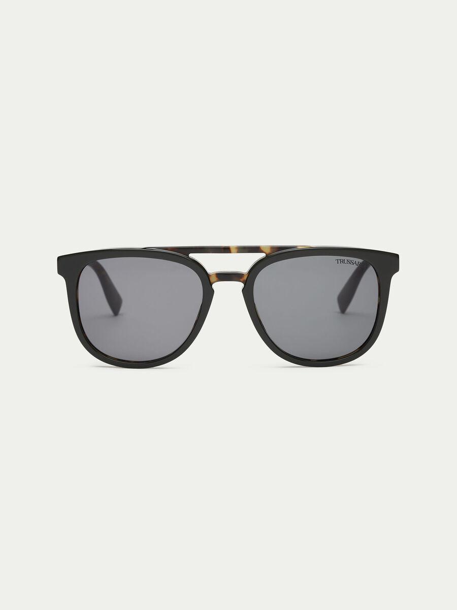 Sunglasses with tortoiseshell details