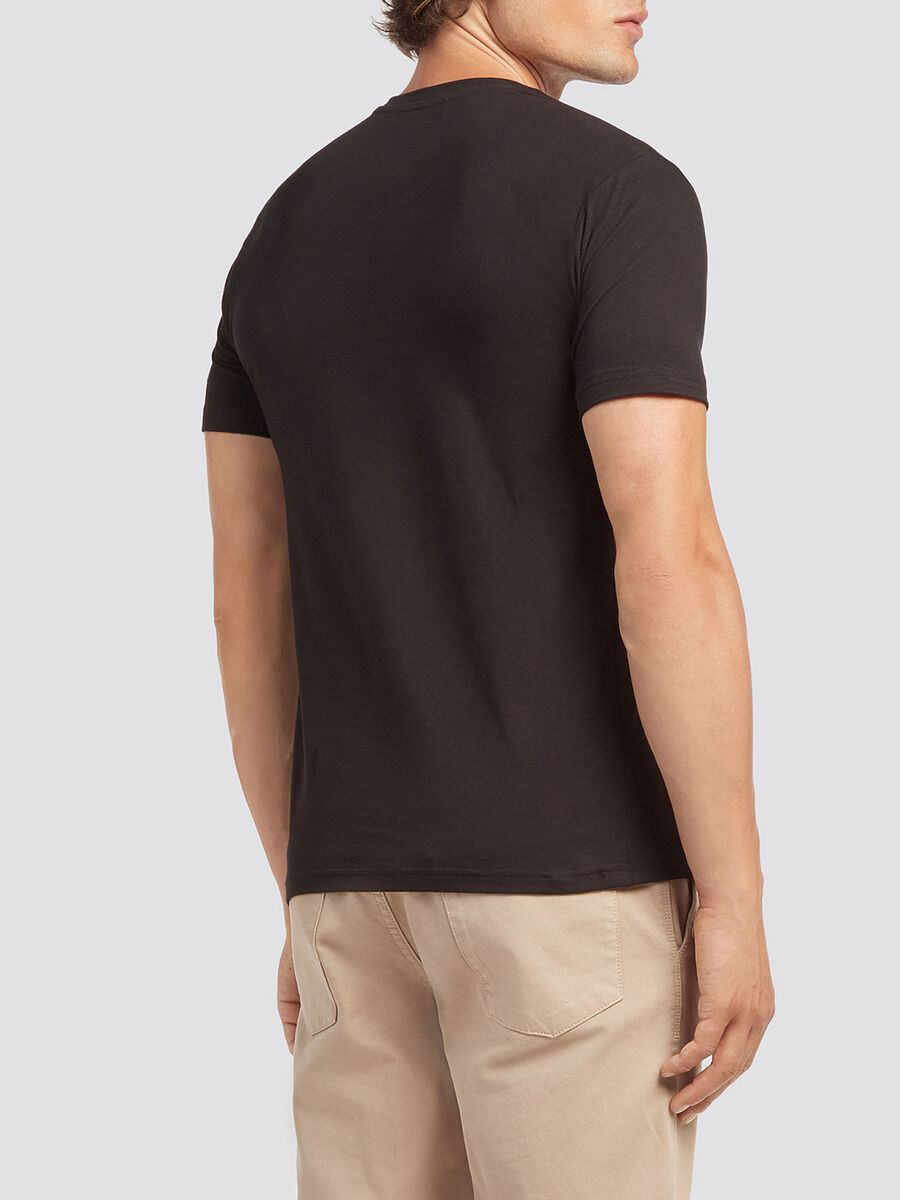 Solid colour T shirt with logo lettering print