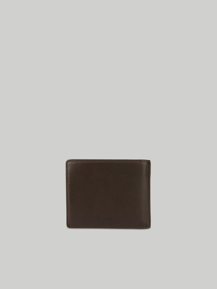 Portafoglio bi-fold in pelle liscia con flap