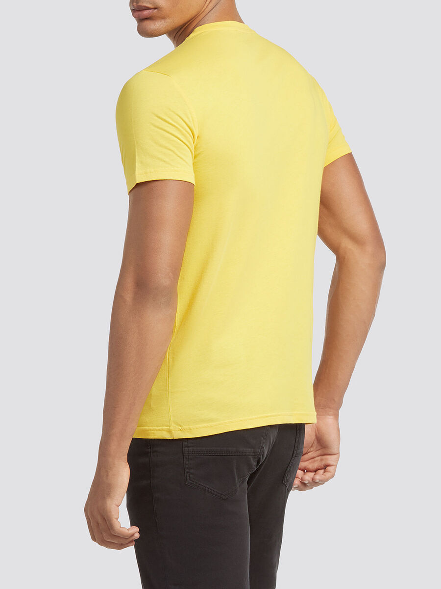 Solid colour T-shirt with print